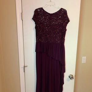 Merlot/Plum long formal dress 🔥🔥